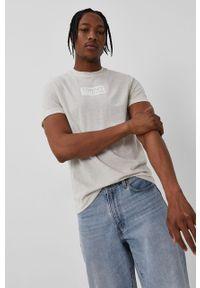 Biały t-shirt Tommy Jeans na co dzień, casualowy