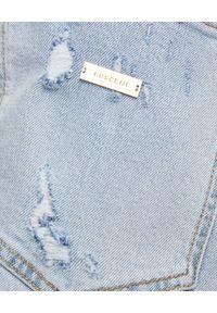 BUSCEMI - Spodenki jeansowe z przetarciami. Kolor: niebieski. Materiał: jeans. Długość: do kolan. Wzór: aplikacja. Sezon: lato. Styl: klasyczny, wakacyjny