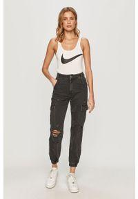 Biały top Nike Sportswear z nadrukiem, casualowy, na co dzień