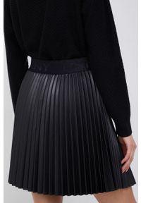 DKNY - Dkny - Spódnica. Kolor: czarny. Materiał: skóra