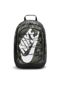 Plecak sportowy Nike Hayward AOP DA7759. Materiał: poliester. Wzór: ze splotem. Styl: sportowy