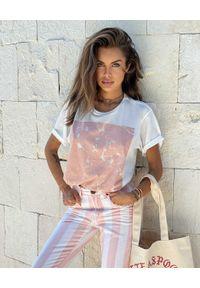 ONETEASPOON - EDYCJA LIMITOWANA OneTeaspoon x Moliera 2 - Biały t-shirt z logo. Kolor: biały. Materiał: bawełna. Wzór: nadruk