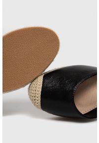 Answear Lab - Espadryle. Nosek buta: okrągły. Zapięcie: sznurówki. Kolor: czarny. Materiał: guma. Obcas: na koturnie. Styl: wakacyjny