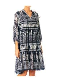 M.A.B.E - Sukienka midi Athena. Kolor: niebieski. Materiał: tkanina, bawełna. Wzór: aplikacja. Typ sukienki: asymetryczne. Długość: midi