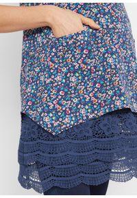 Niebieska tunika bonprix moda ciążowa, w koronkowe wzory