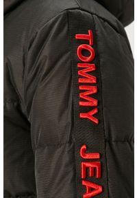 Czarna kurtka Tommy Jeans z kapturem, casualowa