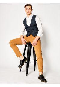 Levi's® Chinosy Standard 17196-0014 Brązowy Tapered Fit. Kolor: brązowy. Materiał: elastan, materiał, bawełna