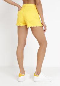 Born2be - Żółte Szorty Acseila. Kolor: żółty