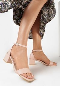 Born2be - Różowe Sandały Anthaphaura. Kolor: różowy