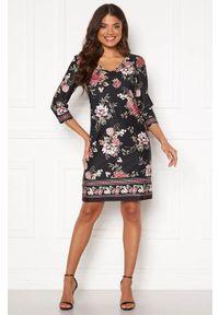 Czarna sukienka Happy Holly z dekoltem w serek, w kwiaty