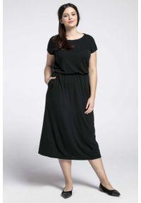 Nommo - Czarna Midi Sukienka Marszczona w Talii PLUS SIZE. Kolekcja: plus size. Kolor: czarny. Materiał: bawełna, poliester. Typ sukienki: dla puszystych. Długość: midi