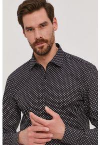 Hugo - Koszula bawełniana. Typ kołnierza: kołnierzyk klasyczny. Kolor: czarny. Materiał: bawełna. Długość rękawa: długi rękaw. Długość: długie. Styl: klasyczny