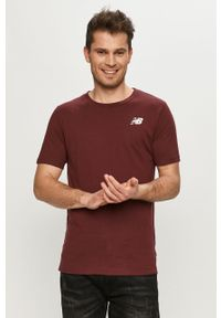 New Balance - T-shirt. Okazja: na co dzień. Kolor: czerwony. Wzór: nadruk. Styl: casual