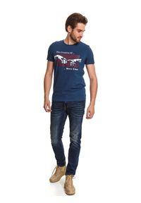 Niebieski t-shirt TOP SECRET wizytowy, z nadrukiem