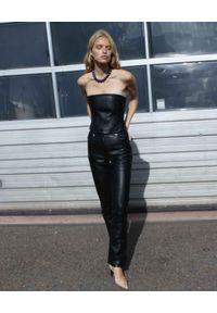 SAKS POTTS - Skórzane spodnie Rosita. Stan: podwyższony. Kolor: czarny. Materiał: skóra