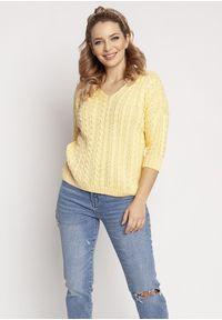 MKM - Delikatny Sweterek Zdobiony Warkoczami - Żółty. Kolor: żółty. Materiał: akryl. Wzór: aplikacja