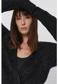 Jacqueline de Yong - Kardigan. Okazja: na co dzień. Kolor: czarny. Długość rękawa: raglanowy rękaw. Wzór: ze splotem. Styl: casual