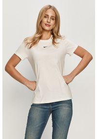 Nike Sportswear - T-shirt. Okazja: na co dzień. Kolor: biały. Materiał: dzianina. Wzór: aplikacja. Styl: casual
