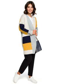 Niebieski sweter oversize MOE długi, w kolorowe wzory