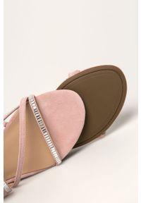 Różowe sandały Guess Jeans