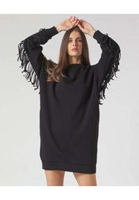Manila Grace - MANILA GRACE - Czarna sukienka dresowa z frędzelkami. Kolor: czarny. Materiał: dresówka. Długość rękawa: długi rękaw. Wzór: aplikacja. Długość: mini