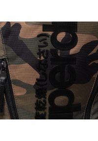 Superdry - Plecak SUPERDRY - Tarp Backpack M9110026A Green Camo. Kolor: zielony. Materiał: materiał