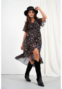 e-margeritka - Zwiewna sukienka midi z jedwabiem i z falbanami - druk 15, l. Materiał: jedwab. Typ sukienki: asymetryczne, kopertowe. Styl: elegancki. Długość: midi