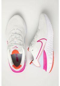 Białe buty sportowe Nike z okrągłym noskiem, na sznurówki, z cholewką