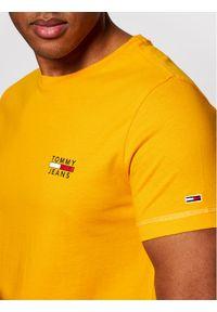 Tommy Jeans T-Shirt Tjm Chest Logo Tee DM0DM10099 Żółty Regular Fit. Kolor: żółty