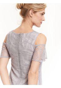 Szara sukienka TOP SECRET z krótkim rękawem, w ażurowe wzory, na lato, na ślub cywilny