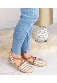 Beżowe sandały SIXTH SENS w kolorowe wzory, na lato