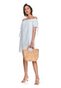TOP SECRET - Krótka sukienka z odkrytymi ramionami w kratkę vichy. Okazja: na spacer, na plażę. Kolor: niebieski. Materiał: tkanina. Długość rękawa: krótki rękaw. Wzór: kratka. Sezon: lato. Typ sukienki: z odkrytymi ramionami. Długość: mini