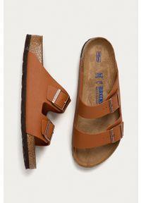 Birkenstock - Klapki Arizona. Kolor: brązowy. Materiał: skóra, materiał, guma. Wzór: gładki