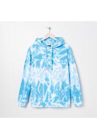Sinsay - Bluza tie dye z kapturem - Niebieski. Typ kołnierza: kaptur. Kolor: niebieski