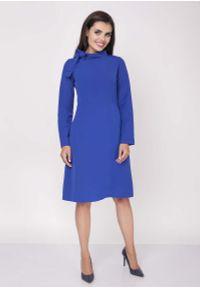 Niebieska sukienka wizytowa Nommo z kokardą, midi, wizytowa