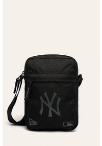 Czarna torba podróżna New Era z nadrukiem, casualowa