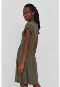 only - Only - Sukienka. Kolor: zielony. Materiał: dzianina. Długość rękawa: krótki rękaw. Wzór: gładki. Typ sukienki: rozkloszowane