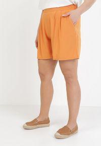 Pomarańczowe szorty Born2be