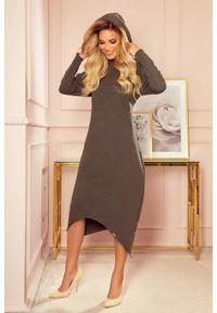 Numoco - Długa sukienka z asymetrycznym dołem i kapturem khaki. Kolor: brązowy. Typ sukienki: asymetryczne. Długość: maxi