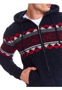 Niebieski sweter TOP SECRET z kapturem, w kolorowe wzory, na co dzień