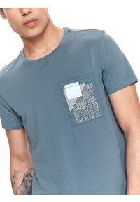 TOP SECRET - T-shirt z nadrukiem. Okazja: na co dzień. Kolor: niebieski. Materiał: tkanina, bawełna. Długość rękawa: krótki rękaw. Długość: krótkie. Wzór: nadruk. Sezon: lato. Styl: casual #4
