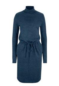 Sukienka dzianinowa ze stójką bonprix ciemnoniebieski melanż. Typ kołnierza: kołnierzyk stójkowy. Kolor: niebieski. Materiał: dzianina. Wzór: melanż