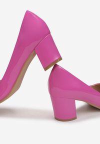 Renee - Fuksjowe Czółenka Elize. Nosek buta: szpiczasty. Zapięcie: bez zapięcia. Materiał: lakier. Obcas: na słupku. Styl: klasyczny