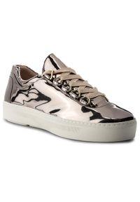 Stuart Weitzman - Sneakersy STUART WEITZMAN - Gaming XL92905 Pewter Glass. Okazja: na co dzień. Kolor: srebrny. Materiał: skóra, lakier. Szerokość cholewki: normalna. Sezon: lato. Styl: casual