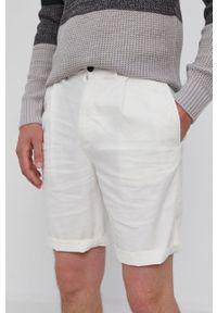 Calvin Klein - Szorty. Okazja: na co dzień. Kolor: biały. Materiał: tkanina. Styl: casual