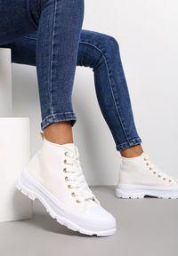 Renee - Białe Trampki Avarian. Wysokość cholewki: za kostkę. Kolor: biały. Materiał: jeans, materiał, guma. Szerokość cholewki: normalna. Wzór: aplikacja