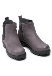 Gioseppo - Trzewiki GIOSEPPO - Chelsea 41553 Grey. Okazja: na spacer. Kolor: szary. Materiał: skóra, nubuk. Szerokość cholewki: normalna. Sezon: zima. Styl: młodzieżowy