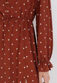 Born2be - Brązowa Sukienka Lamenea. Typ kołnierza: kołnierz z falbankami. Kolor: brązowy. Wzór: grochy. Styl: retro. Długość: midi