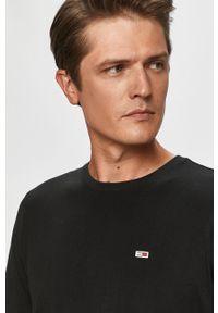 Czarny t-shirt Tommy Jeans z aplikacjami, z okrągłym kołnierzem, na co dzień