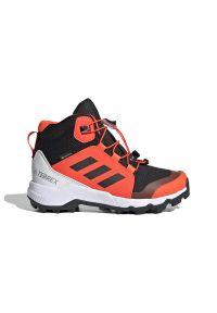 Adidas - ADIDAS TERREX MID GTX > FW9757. Zapięcie: pasek. Materiał: tkanina, syntetyk. Szerokość cholewki: normalna. Technologia: Gore-Tex. Wzór: paski, nadruk. Model: Adidas Terrex. Sport: turystyka piesza